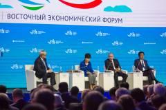 Путин, Абэ и Пак Кын Хе: пленарное заседание на ВЭФ
