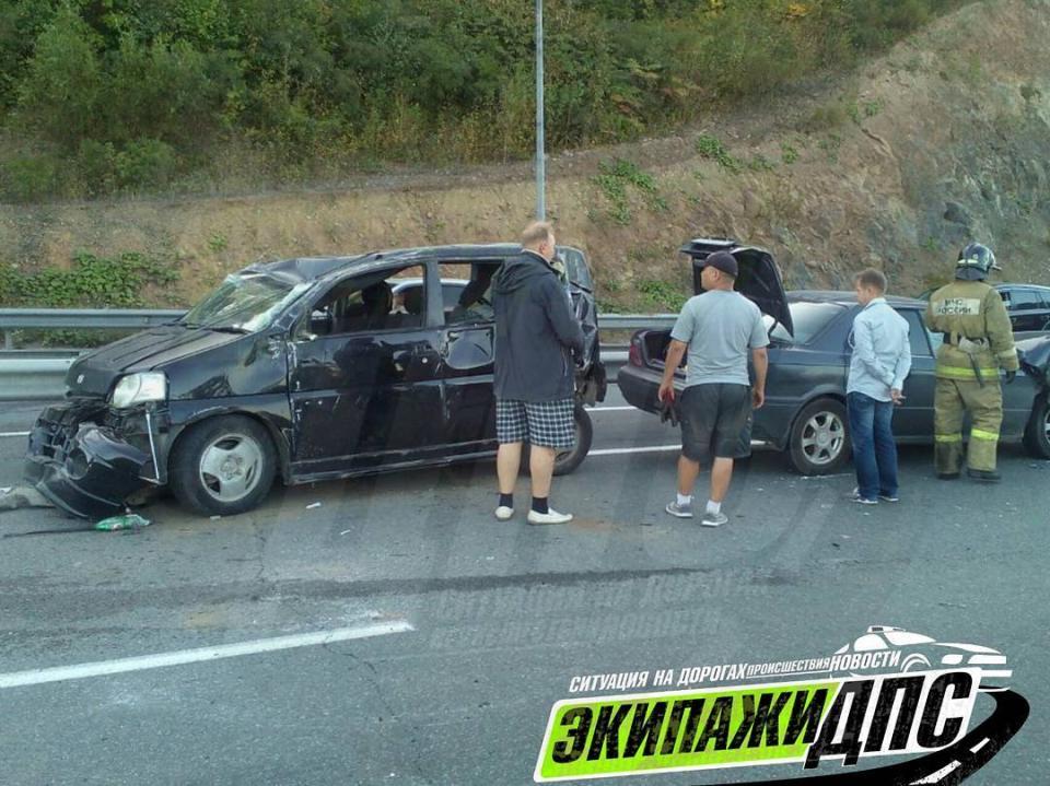 Маленького ребенка выбросило из окна авто в тяжелом ДТП во Владивостоке