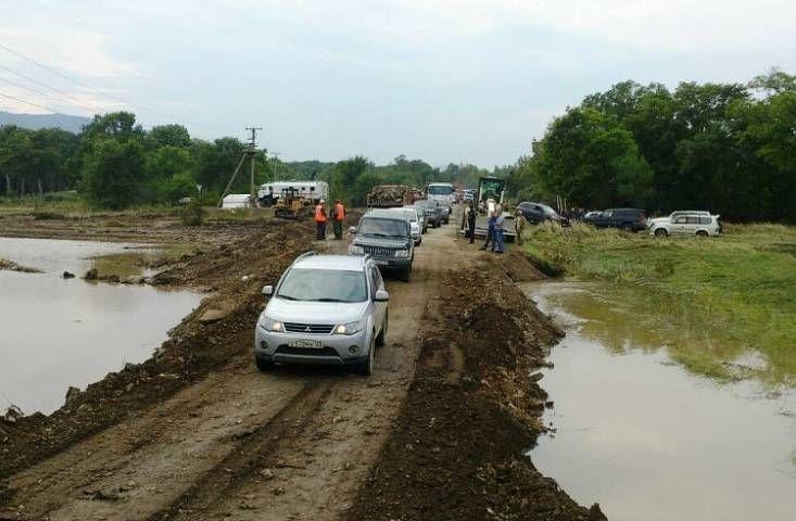 Наводнение полностью уничтожило три дома в Кавалеровском районе