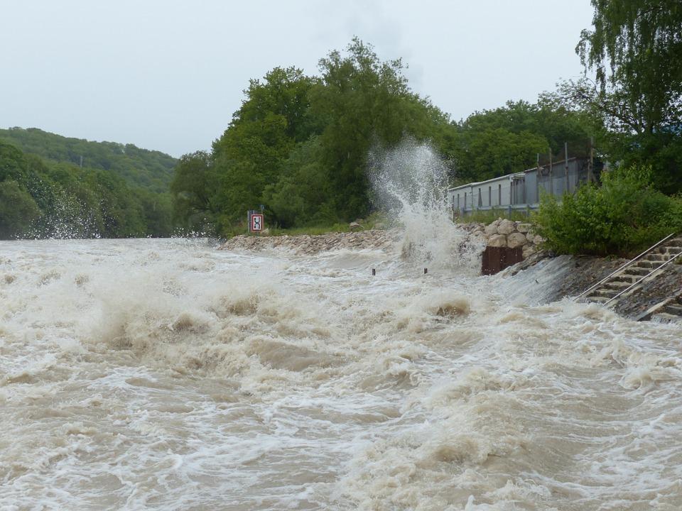 «Реки очень быстро выходят из берегов и разрушают все на своем пути»