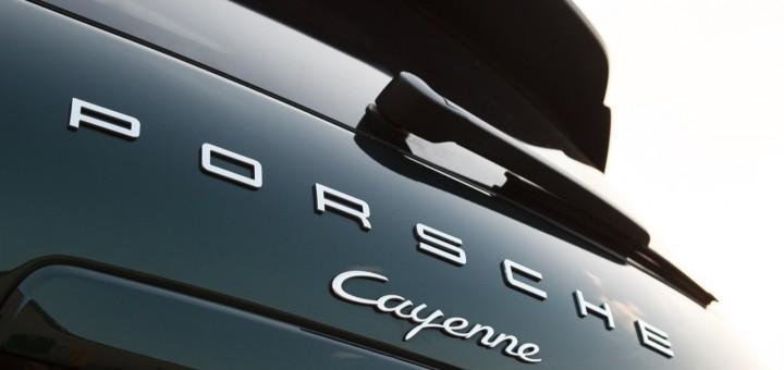 Поступок водителя Porsche Cayenne осудили жители Владивостока