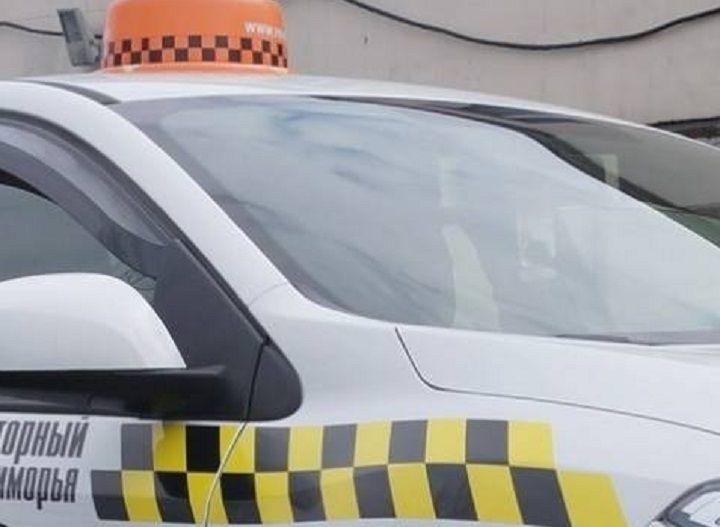 Во Владивостоке пассажир такси угрожал водителю пистолетом