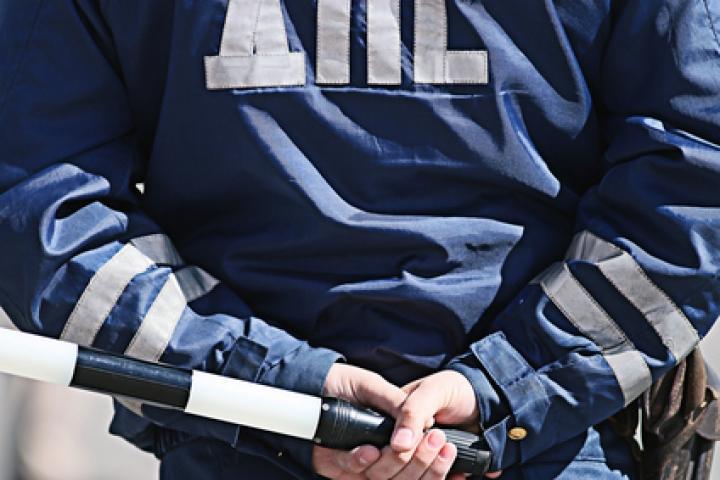 Во Владивостоке в результате ДТП пострадал сотрудник ДПС