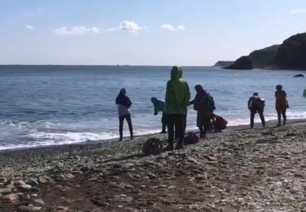 Китайские туристы возобновили «расхищение» пляжа во Владивостоке