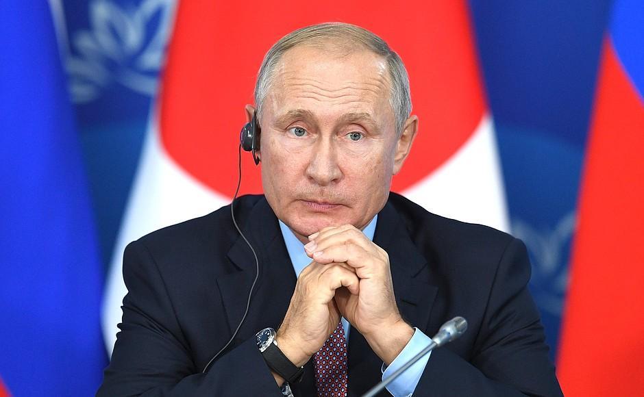 Путин во Владивостоке: «Нас же в Интернете на смех поднимут»