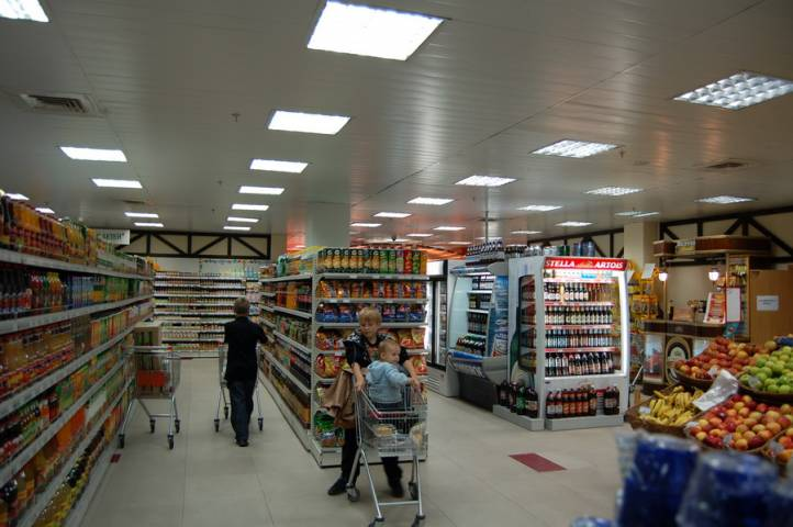 Необычная история с водкой произошла в популярном магазине Владивостока