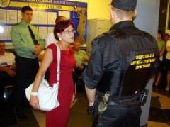 Женщину, которая случайно попала на закрытый судебный процесс, дважды оштрафовали