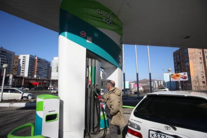 Последствия тайфуна не отразились на стоимости бензина в Приморье