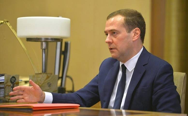 Медведев заявил, что пенсионеры должны получить всю пенсию в срок