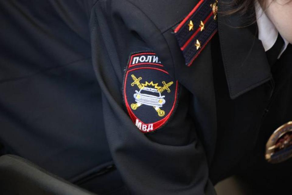 Неизвестный мужчина ограбил 57-летнюю сотрудницу полиции во Владивостоке