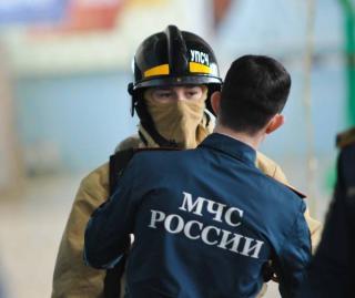 Пожарные потушили горящую квартиру во Владивостоке