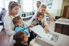 В Приморье на выборы ходят всей семьей