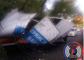 Во Владивостоке из-за упавшей ветки грузовик лишился кузова