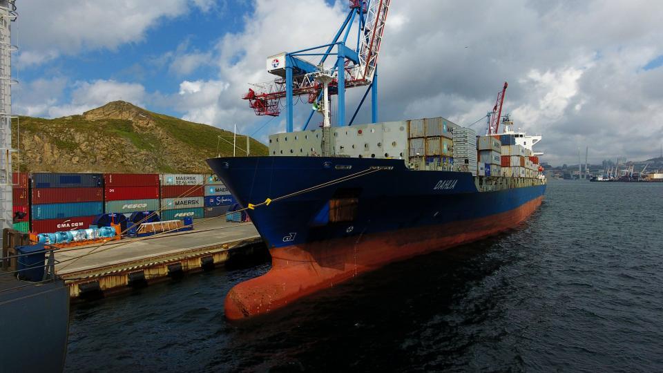 ВМТП обработал первое судно регулярной линии Intra Asia-1