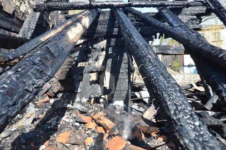 Ночью во Владивостоке сгорело двухэтажное здание