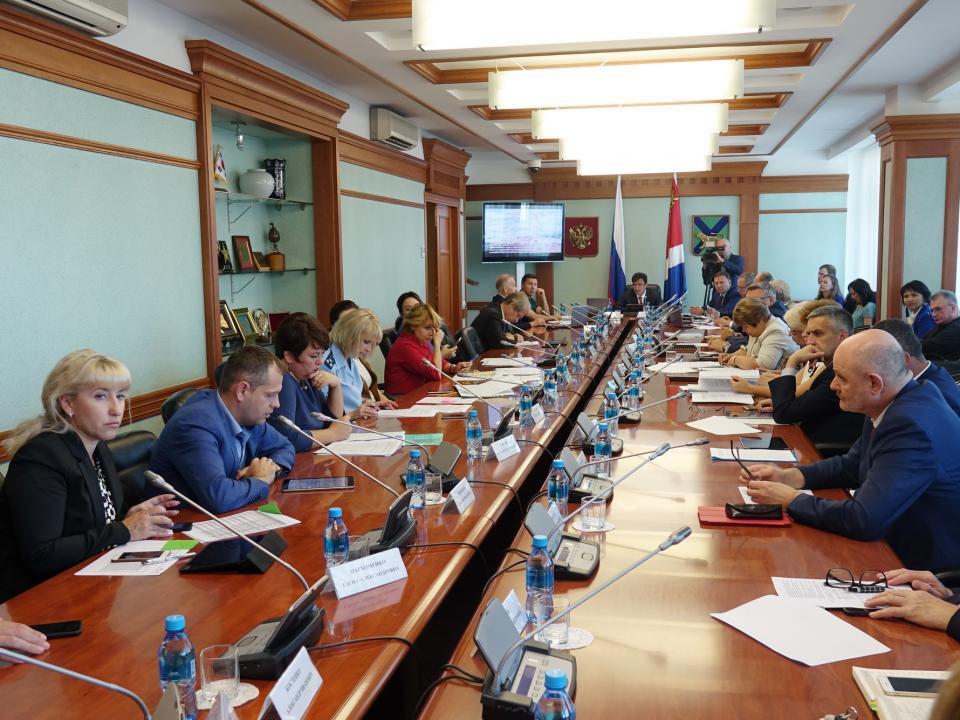 Приморские парламентарии рассмотрели отчет об исполнении краевого бюджета