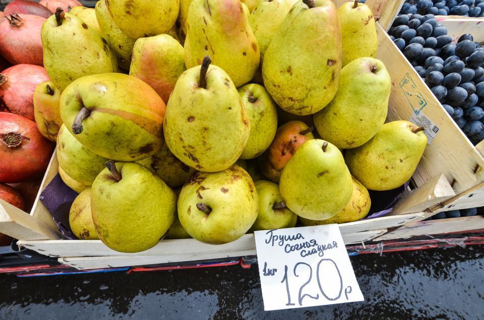 В Приморье не пустили партию груш, зараженных восточной плодожоркой