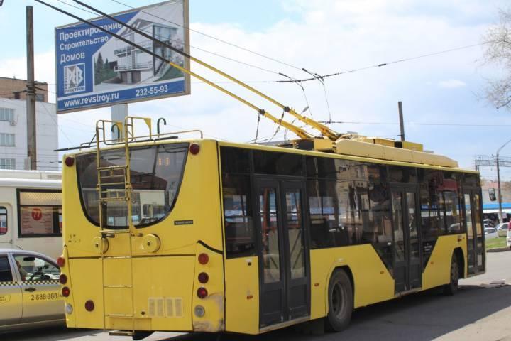 Во Владивостоке остановлено движение трамваев и троллейбусов