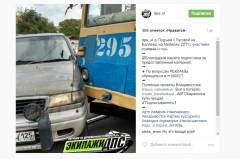 Трамвай протаранил мини-вэн во Владивостоке