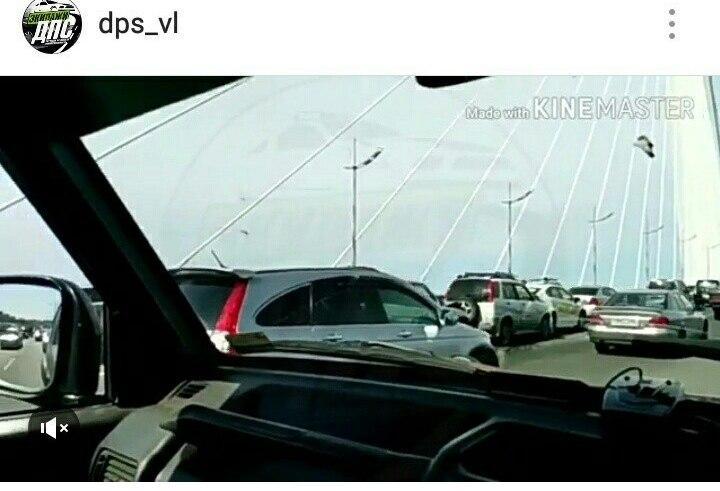 Сразу четыре автомобиля столкнулись на Золотом мосту во Владивостоке