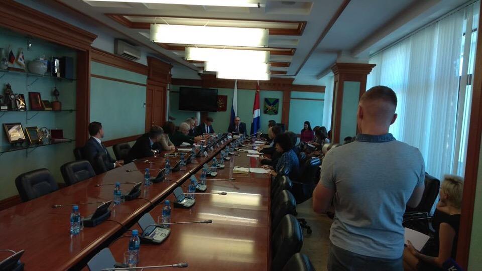 Приморские депутаты рассмотрели законопроект об участии в выборах губернатора самовыдвиженцев