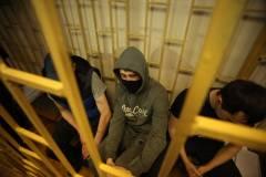 Вооруженные жители Владивостока с пакетами на головах напали на цветочный ларек