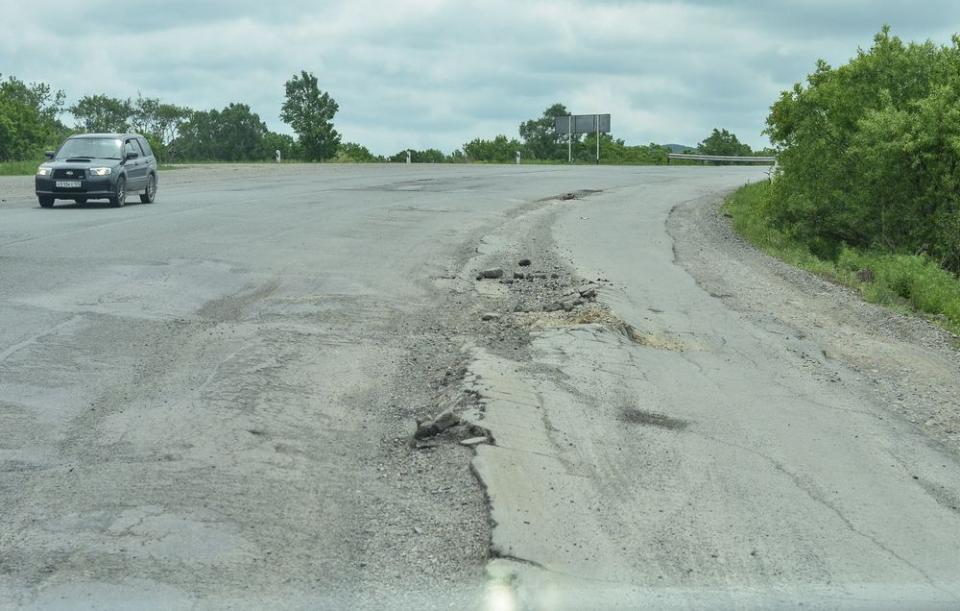Прокурор Приморского края выступил с жесткой критикой в адрес дорожных строителей