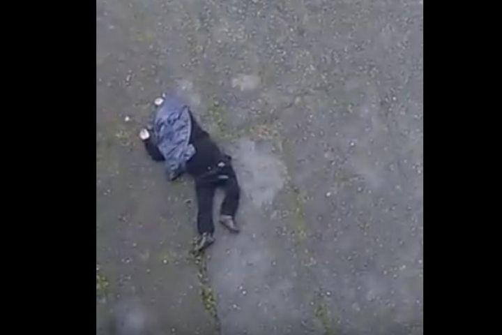 Во Владивостоке мужчина выпал с общего балкона многоэтажки
