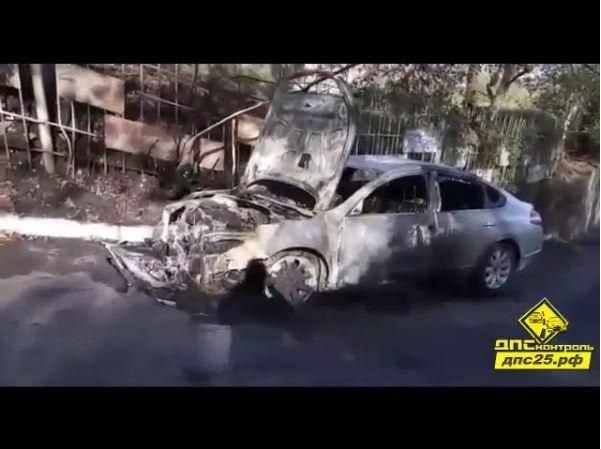 Ночью во Владивостоке сгорел автомобиль