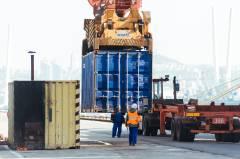 Высокие технологии и люди: чем живет торговый порт Владивостока