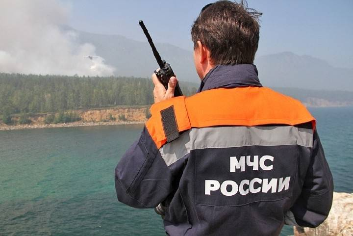 МЧС: продолжаются поиски двух пропавших моряков в Находке