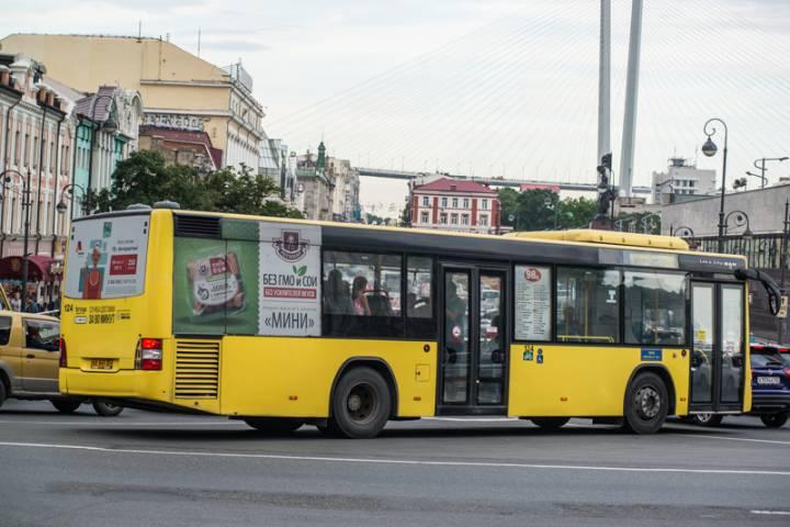 В центре Владивостока автобус ехал по встречке