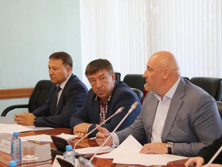 Приморским депутатам запретят брать в помощники близких родственников