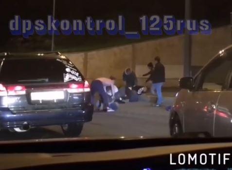 «Как Хабиб с Конором»: массовый «замес» на дороге устроили владивостокцы