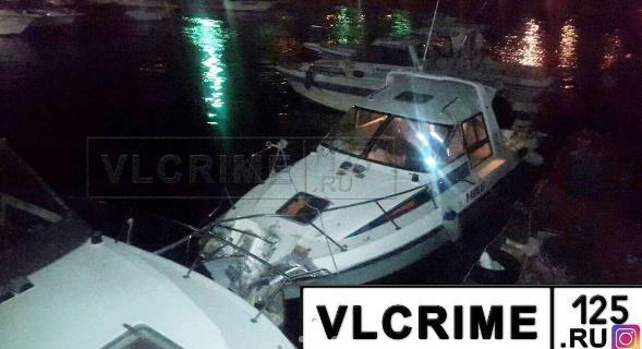 Во Владивостоке катер врезался в буй