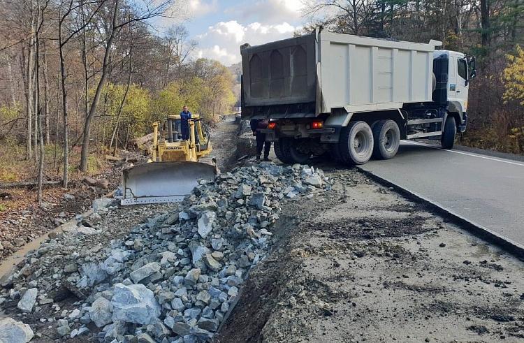 Дорожники Приморья приступили к ремонту участка дороги перед Лазовским перевалом