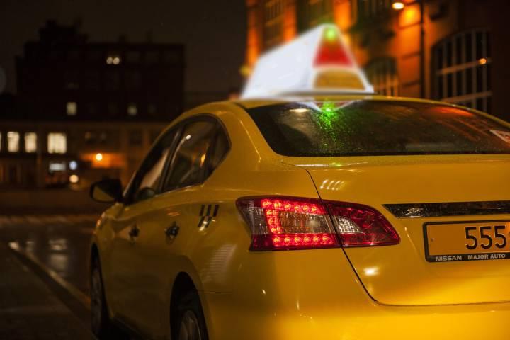 Во Владивостоке водитель такси выгнал ребенка из машины