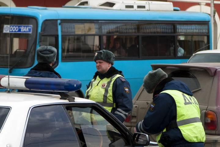 Во Владивостоке пассажирский автобус въехал в трамвай