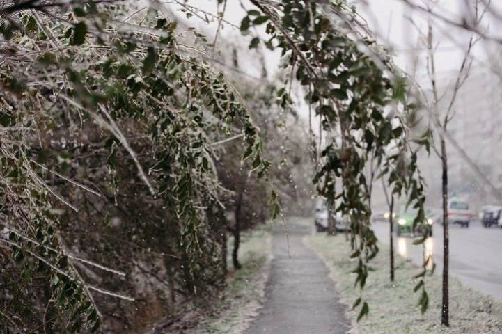 Снегопад во Владивостоке в воскресенье вечером спровоцировал многокилометровые пробки