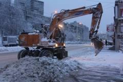 Во Владивостоке асфальт кладут прямо в сугробы