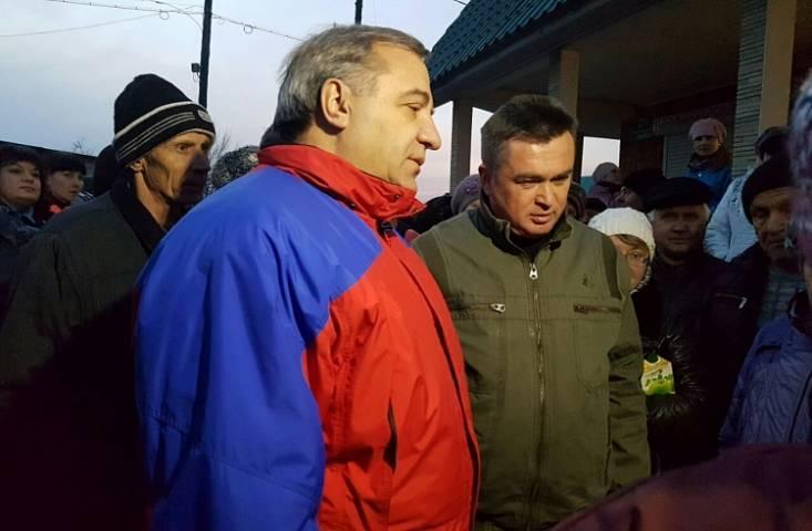 Губернатор Приморья и глава МЧС России провели рабочее совещание во Владивостоке