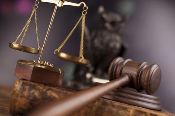 Сотрудник исправительной колонии оказался на скамье подсудимых