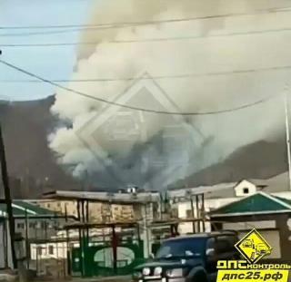 Дым от лесных пожаров окутал город в Приморье