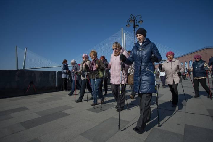 Жителей Артема обучат скандинавской ходьбе