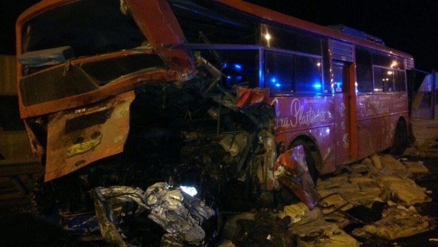 Во Владивостоке произошло страшное ДТП с участием рейсового автобуса и фуры