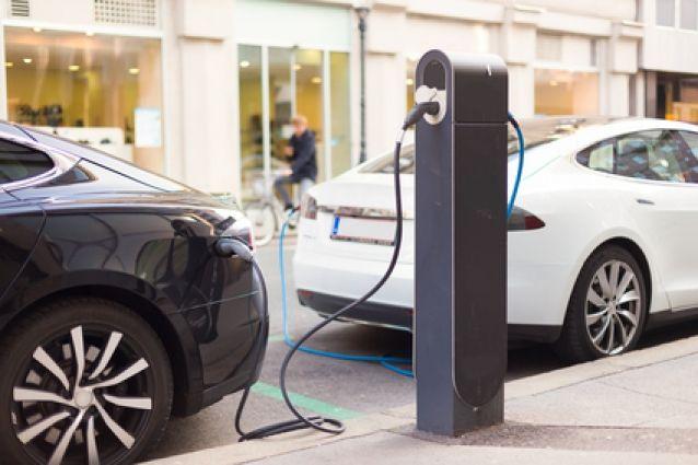 Зарядки для Tesla-мобилей появятся на заправках Владивостока