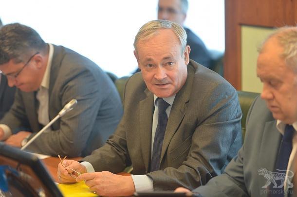 Уволен еще один директор департамента администрации Приморья