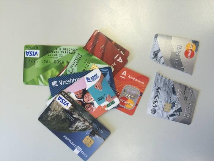 С 1 января владельцы банковских карт могут остаться без денег