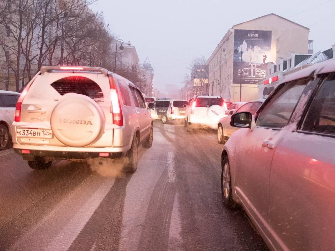 Дороги Владивостока превратились в каток