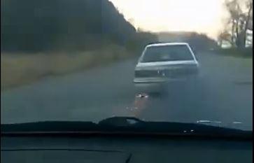 «Разбитый в хлам» и искрящийся Toyota Sprinter удивил Приморье